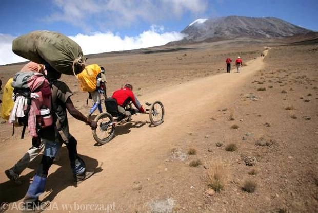 Park Narodowy Kilimandżaro, Uhuru Peak, 2008 r.Wyprawa niepełnosprawnych organizowana przez Fundację Anny Dymnej.