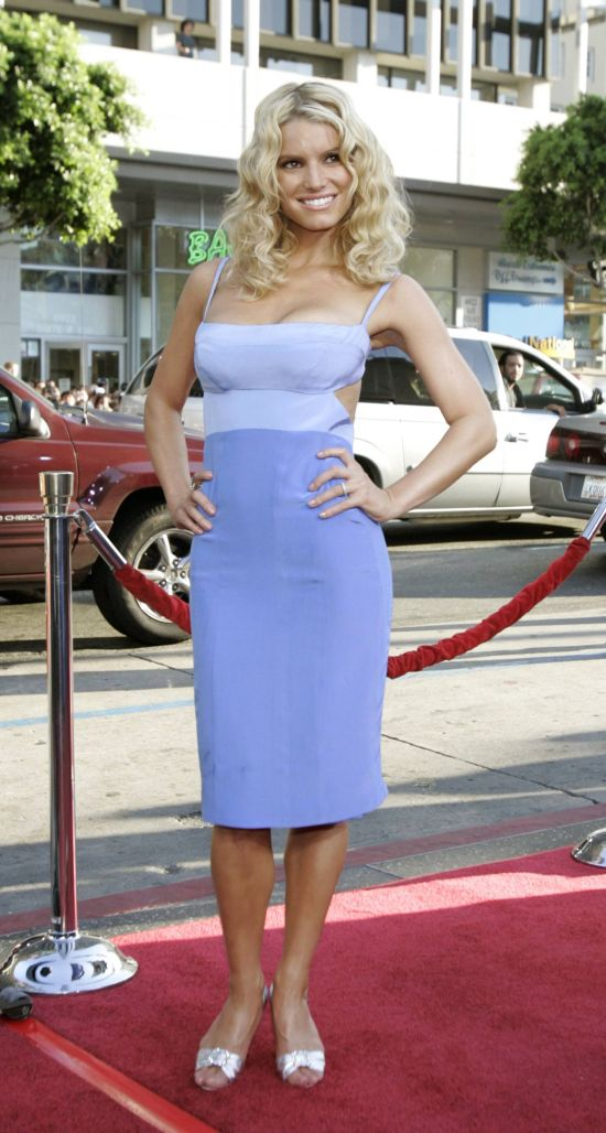 "Actress Jessica Simpson arrives at the Los Angeles premiere of Warner Brothers pictures ""The Dukes of Hazzard"" at the Grauman's Chinese theatre in Hollywood on in this July 28, 2005 file photo. Simpson has won an arbitration to keep an exercise video featuring her from being marketed, a court filing shows on May 24, 2010.     REUTERS/Mario Anzuoni   (UNITED STATES - Tags: ENTERTAINMENT)"