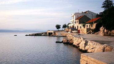 Cicha zatoka na wyspie Hvar