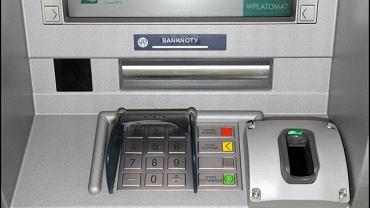 Bankomat biometryczny wypłaca pieniądze po przyłożeniu palca