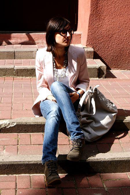 żakiet Zara, buty Zara, spodnie Reserved, torebka Reserved, naszyjnik DIY;