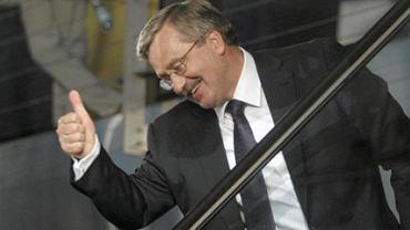 Bronisław Komorowski cieszący się ze zwycięstwa w wyborach prezydenckich