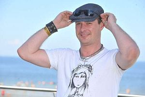Paweł Małaszyński, jest jedną z gwiazd, które pojawiły się na XV Festiwalu Artystów w Międzyzdrojach. Tradycyjnie zaprezentował rockandroll'owy look.