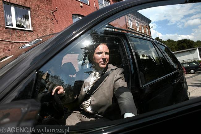 Jacek Kurski wsiada do swego BMW