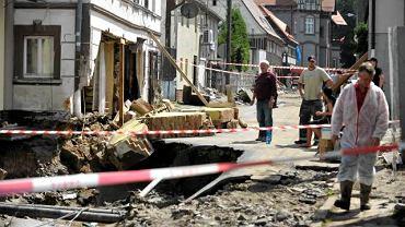 W Bogatyni woda uszkodziła ponad 300 domów. Inspektorzy nadzoru budowlanego zaczęli oceniać stan zalanych budynków