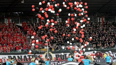 Derby Warszawy 2010 - oprawa kibiców Polonii