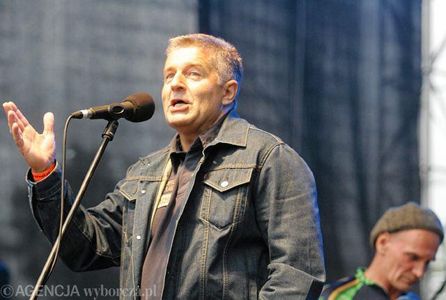 Władysław Frasyniuk z Lechem Janerką na koncercie we wrocławskiej zajezdni MPK, w której 26 sierpnia 1980 roku zaczął się strajk