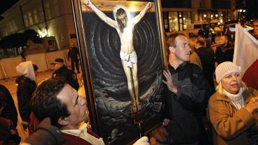 'Obrońcy krzyża' przed Pałacem Prezydenckim