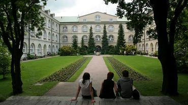 Dziedziniec Katolickiego Uniwersytetu Lubelskiego