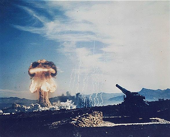 Próba jądrowa GRABLE. 25 maja 1953 na poligonie w Newadzie wystrzelono 15-kilotonowy ładunek z działa o kalibrze 280mm. Był to dowód, że możliwa jest amunicja artyleryjska z ładunkiem jądrowym.