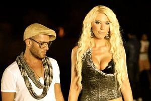 Isis Gee jest obecnie na etapie kariery we Włoszech. W sieci pojawiły się zdjęcia z planu najnowszego teledysku piosenkarki How about that.