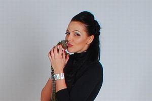 Agnieszka Orzechowska wzięła udział w sesji do kalendarza Fundacji Animalia. Na zdjęciach wystąpiła ze swoją małpką w towarzystwie psów.