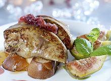 Gęsie wątróbki z patelni podane na karmelizowanych figach z płatkami róży i czarnym pieprzem - ugotuj