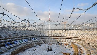 Podnoszenie iglicy na Stadionie Narodowym. Zdjęcia z 27.12.2010