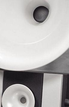 W modelu Uno G2 tuba średniotonowa ma średnicę 50 cm - to i tak niewiele na tle tub wszystkich modeli serii Duo, gdzie osiąga ona 67 cm. Tuba wysokotonowa ma w Uno średnicę 13 cm - w modelach Duo 18 cm.