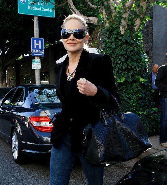 Sharon Stone wychodzi z restauracji