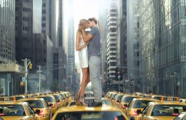 Anja Rubik w reklamie DKNY