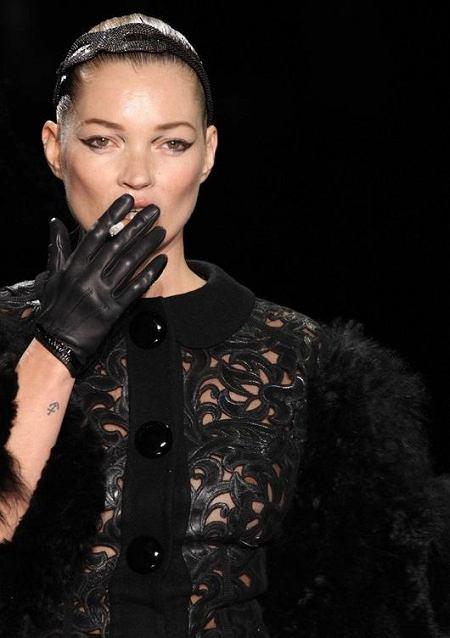 Kate Moss na pokazie kolekcji Louis Vuitton (jesień/zima 2011/2012)