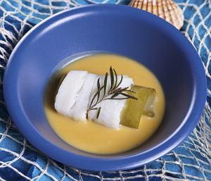 Sola gotowana w sosie z pomarańczy z czarną lasagne