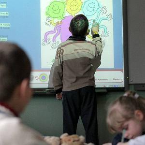 Dzieci podczas nauki języka angielskiego w SP 2