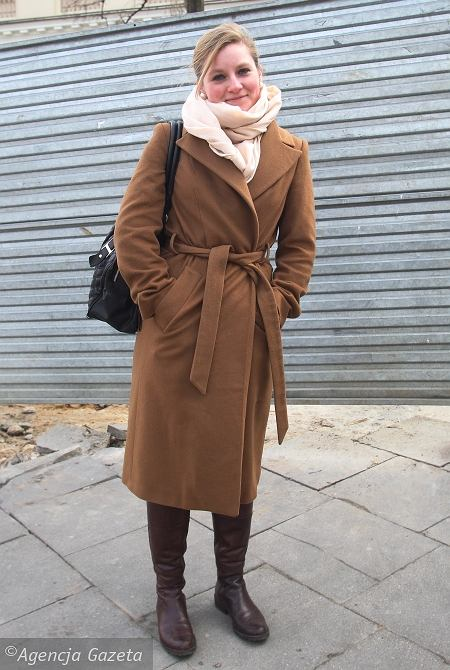 płaszcz - Zara, szal - H&M, buty - Prima Moda