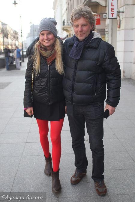1) kurtka - DKNY, torebka - Chanel, reszta - second hand 2) spodnie - Zara, kurka - HiMountain