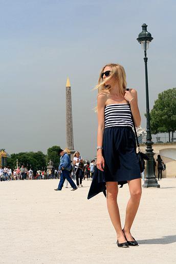 sukienka - DKNY, balerinki - Tommy Hilfiger, okulary - H&M, sweterek - Sisley