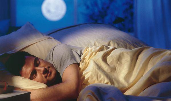 Sen. Aby dobrze spać, zaleca się nie spożywać zbyt obfitych kolacji, nie pić kawy ani substancji pobudzających; wskazany jest natomiast krótki spacer