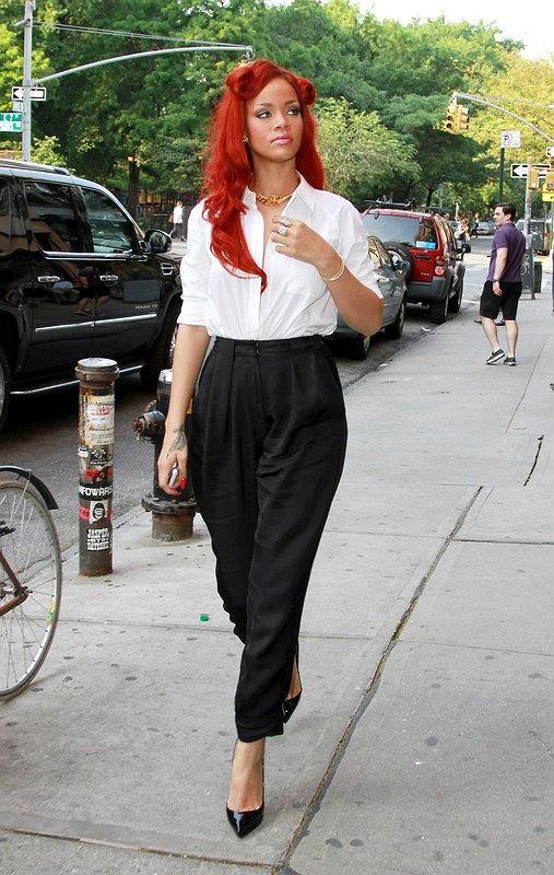 Rihanna w drodze do salonu tatuażu