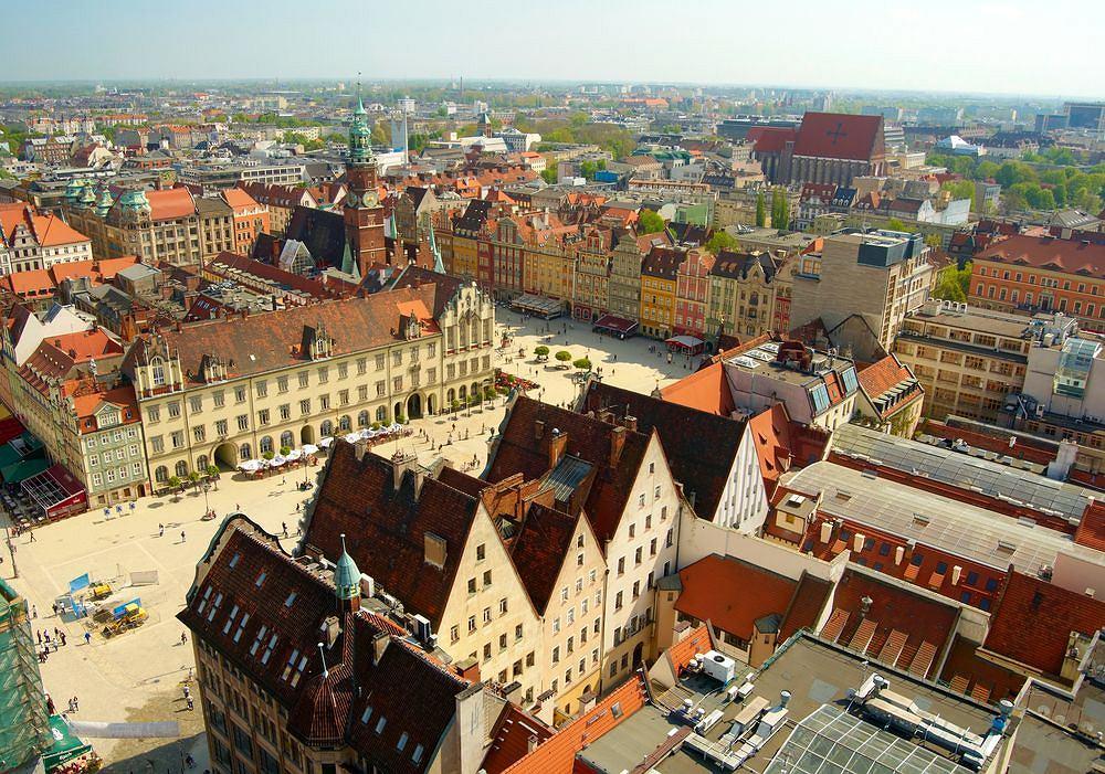 Wrocław. Wrocławska Starówka należy bez wątpienia do najpiękniejszych w Polsce. Położona jest na nadodrzańskich wyspach i pobrzeżu rzeki. Została odbudowana po zniszczeniach wojennych. Fot. Shutterstock