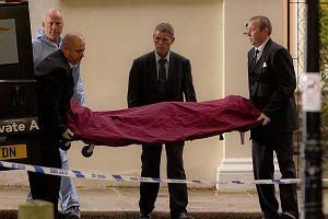 Amy Winehouse zmarła wczoraj w swoim londyńskim domu na Camden Square prawdopodobnie z przedawkowania narkotyków. Jej ciało zostało wyniesione z domu.