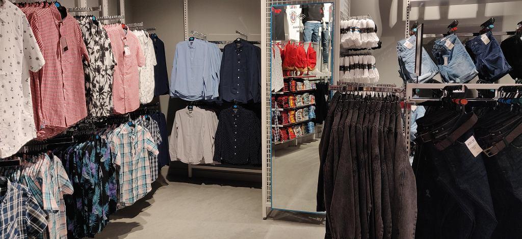 Niezbyt duży wybór nieformanych koszul