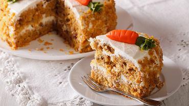 Ciasto marchewkowe ma mniej kalorii niż tradycyjne i zawsze dobrze smakuje. Zdjęcie ilustracyjne