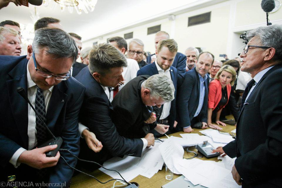 19 lipca 2017 , Marek Suski broni mikrofonu