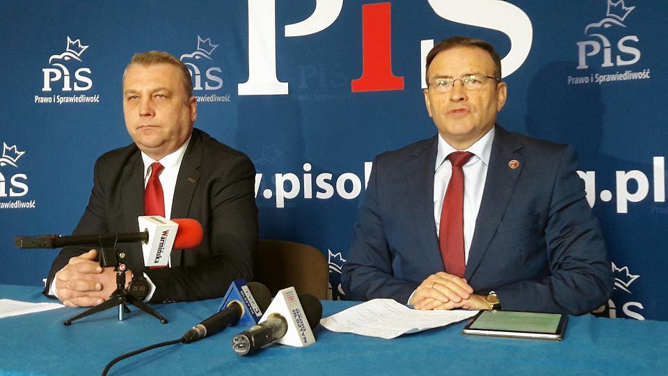 Krzysztof Narwojsz i Dariusz Rudnik z PiS na konferencji prasowej
