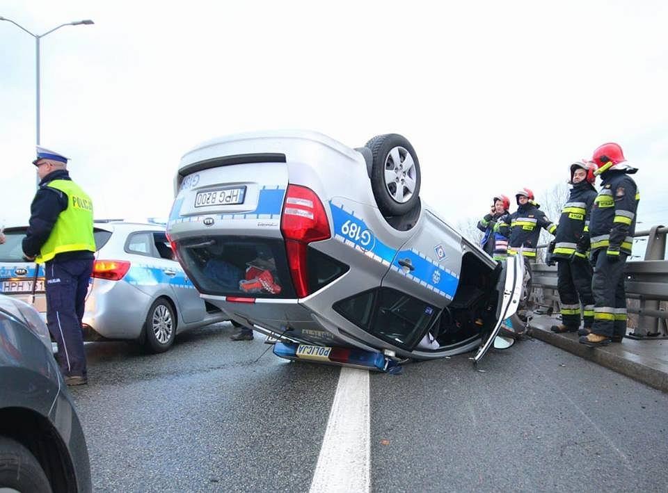 Wypadek radiowozu na DTŚ w Katowicach