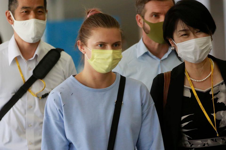 Kryscina Cimanouska ze względów bezpieczeństwa poleciała do Wiednia. Na zdjęciu: Cimanouska na lotnisku Tokio Narita, 4 sierpnia