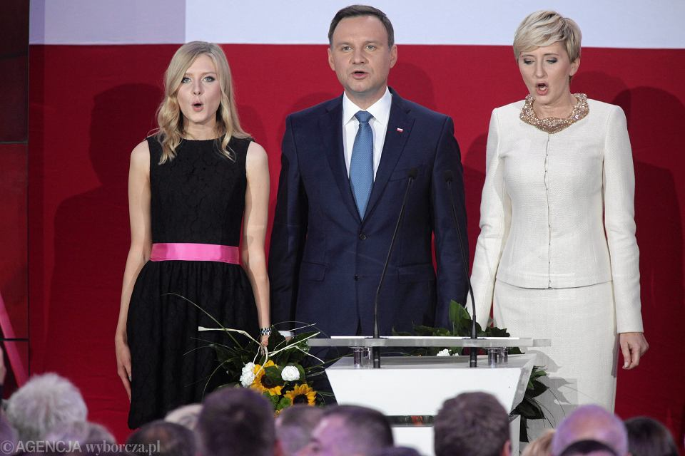 Zdjęcie numer 2 w galerii - Wybory prezydenckie 2015. Prezydent elekt Andrzej Duda: prezydent musi służyć narodowi [WYSTĄPIENIE PO OGŁOSZENIU WYNIKÓW]