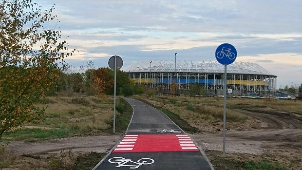 Zdjęcie numer 0 w galerii - Nowa ścieżka dla rowerzystów biegnie przy Motoarenie, bajeczne kolory wokół [ZDJĘCIA]