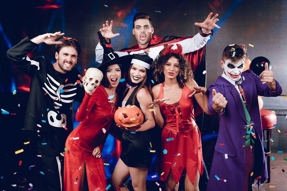Impreza halloweenowa to świetna zabawa dla wszystkich. Zdjęcie ilustracyjne