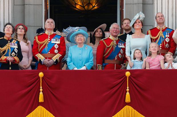 Jaką babcią jest królowa Elżbieta II? Nie taką, jak myślicie