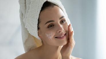 Używaj tych 3 kosmetyków, by skutecznie opóźnić starzenie skóry i powstawanie zmarszczek