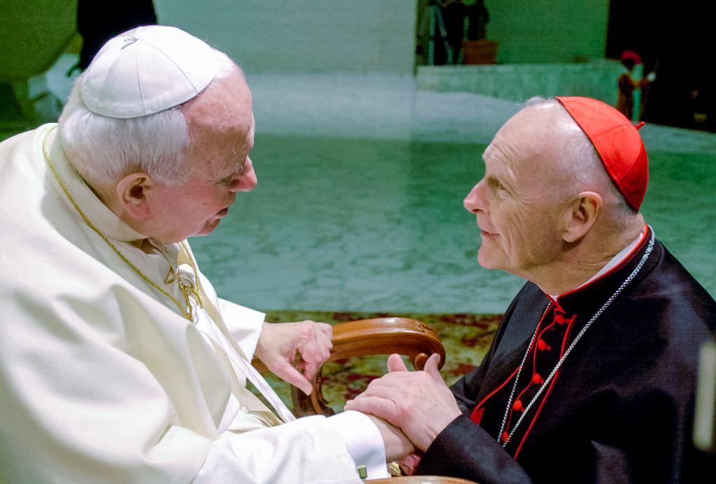 23.02.2001, kardynał Theodore McCarrick na audiencji u papieża Jana Pawła II.