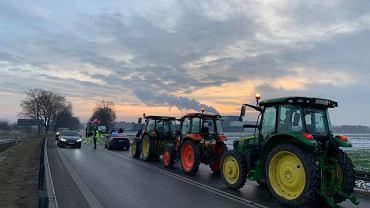 Protest rolników w Sieradzu. DK12 zablokowana