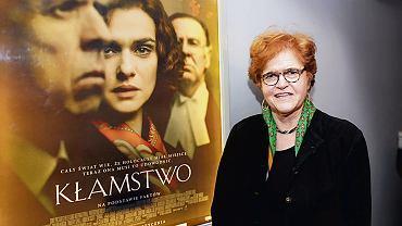 Prof. Deborah Lipstadt i - na plakacie - Rachel Weisz grająca ją w filmie 'Kłamstwo'