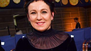 Olga Tokarczuk spotkała się z królem Szwecji. Miała na sobie suknię Ossolińskiego. Zobaczcie zdjęcia z przymiarek. Projektant nie miał łatwego zadania