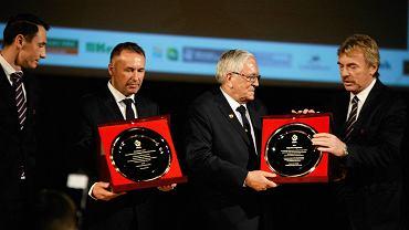 Gala 70-lecia Warmińsko-Mazurskiego Związku Piłki Nożnej. Były prezes Tomasz Miętkiewicz drugi z lewej
