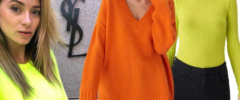 Neonowe swetry to hit sezonu. Pomarańczowe i żółte pasują do każdego typu urody. Zobacz, gdzie je kupić
