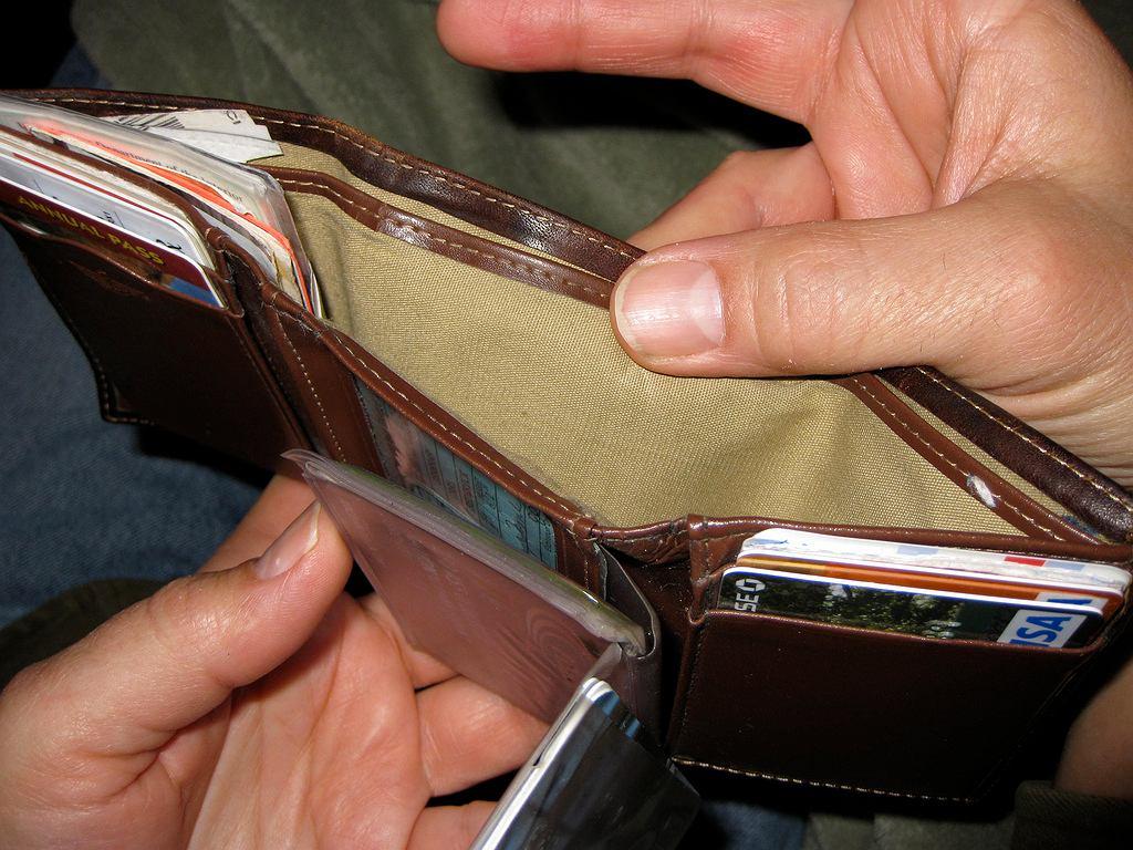 Rosną pensje, ale też podwyżki