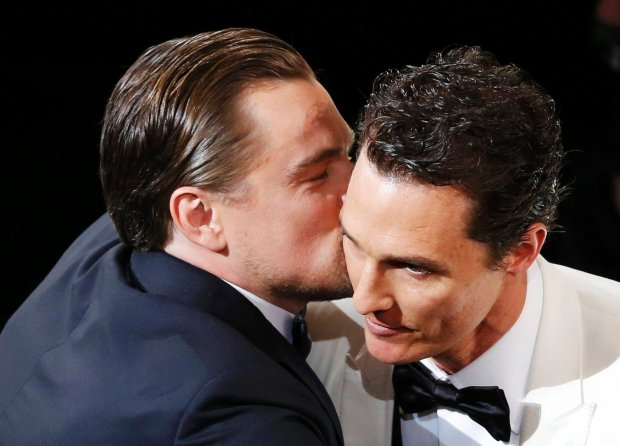 """Matthew McConaughey, best actor winner for his role in """"Dallas Buyers Club"""", is congratulated by best actor nominee Leonardo DiCaprio (R) at the 86th Academy Awards in Hollywood, California March 2, 2014.  REUTERS/Lucy Nicholson (UNITED STATES TAGS: ENTERTAINMENT) (OSCARS-SHOW)"""